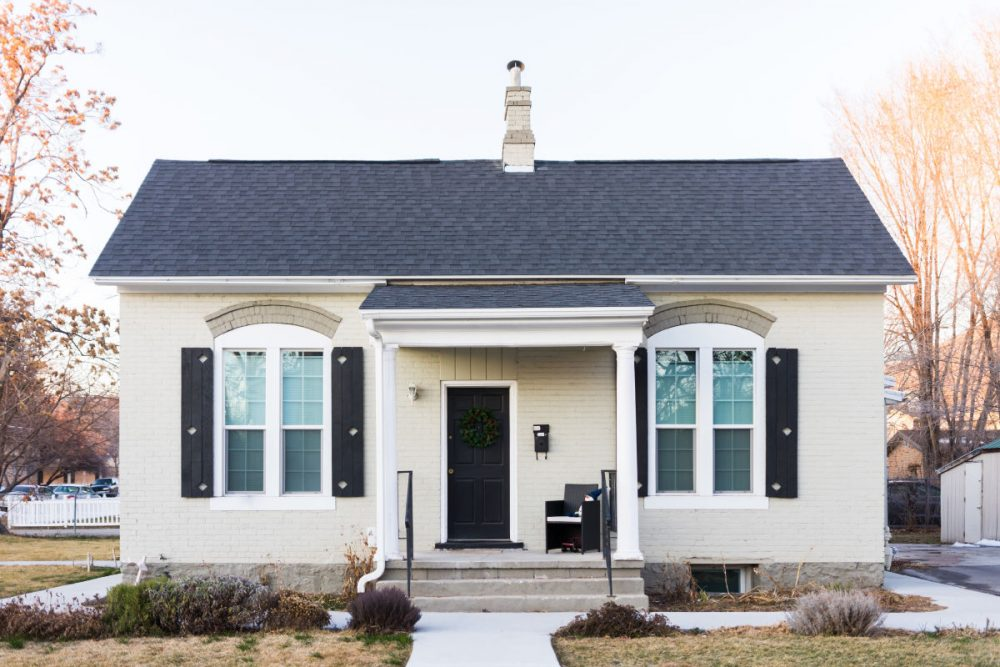 I Will Share The Pros And Cons Of Living In A Small House With Family Ll Give You Tips For Staying Sane While Doing So
