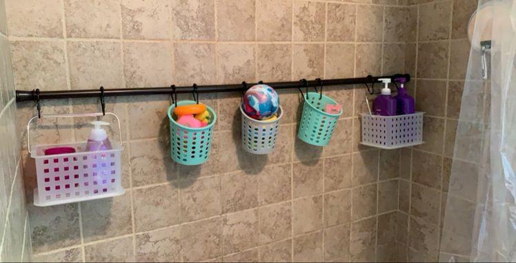 small bathroom storage ideas-extra shower rod in bathtub to organize