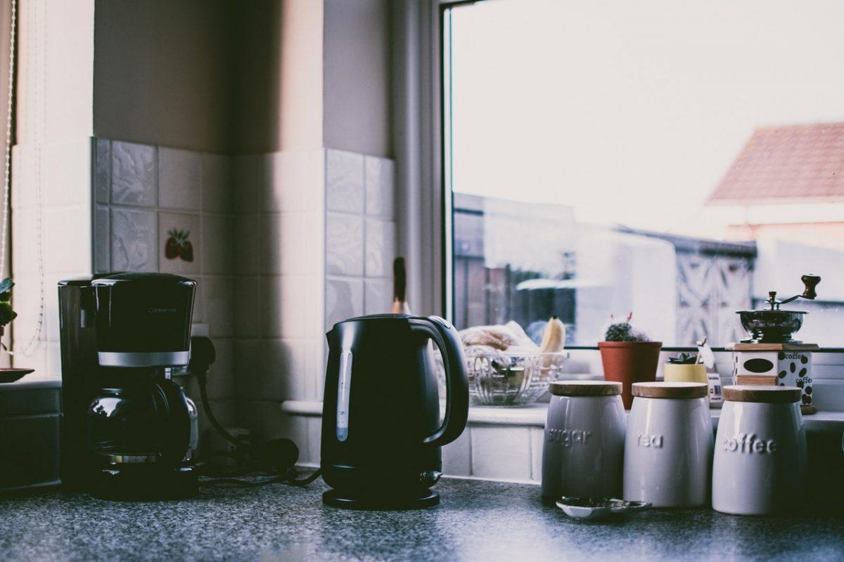 declutter and organize the kitchen-organized kitchen counter
